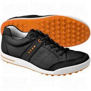 Zapatos golf con tacos de goma Ecco que permiten pasear por la calle marca Ecco