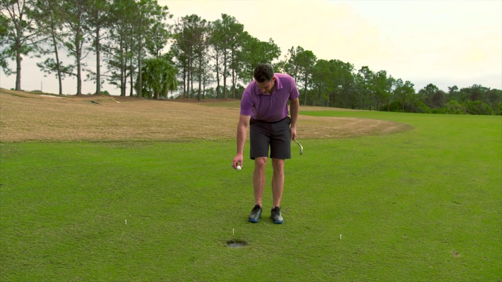 Una de las Nuevas reglas de golf 2019 para dropar la bola a la altura de la rodilla